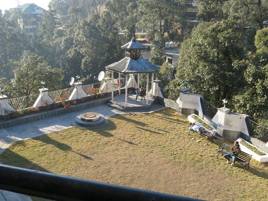 Hotel Dalhousie Heights: REAR VIEW FROM ROOM