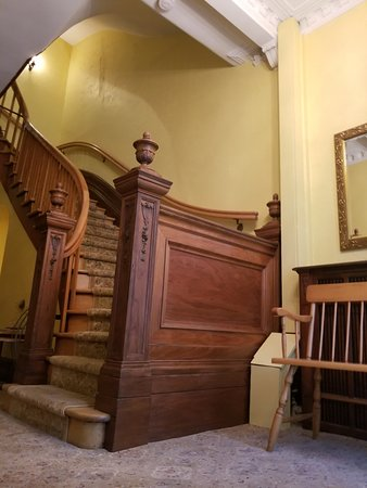 Chateau de l'Argoat: Staircase outside room 6.
