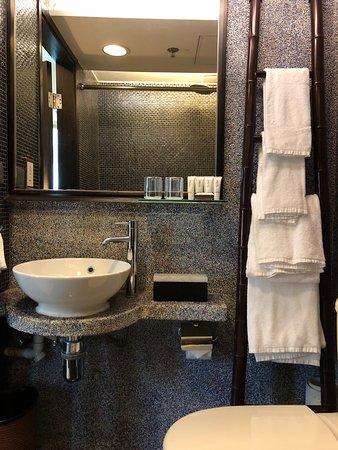 Lan Kwai Fong Hotel @ Kau U Fong: Bathroom at Lan Kwai Fong Hotel