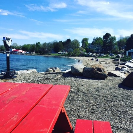 Lobster Pound Restaurant : It's great to enjoy a treat by the beach