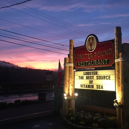 Lobster Pound Restaurant: Just check out that sunset!