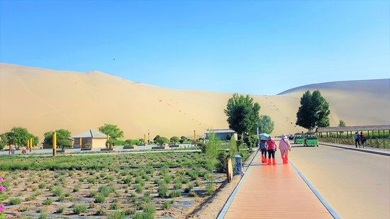 Mingsha Mountain: A view of the oasis