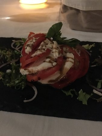 Julians - A Tropical French Bistro : Caprese Salad