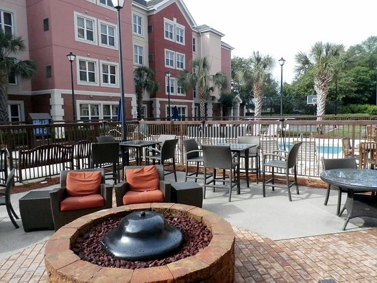 Residence Inn by Marriott Charleston Airport: Outdoor Patio