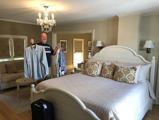 Diplomat Bed & Breakfast : Beautiful bed.