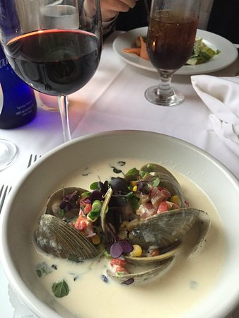 Chateau On the Lake: Grilled Little Neck clams.
