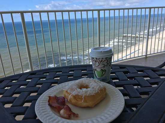 Turquoise Place: Breakfast on the balcony.