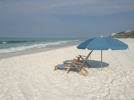 Blue Mountain Beach: Chair services are available