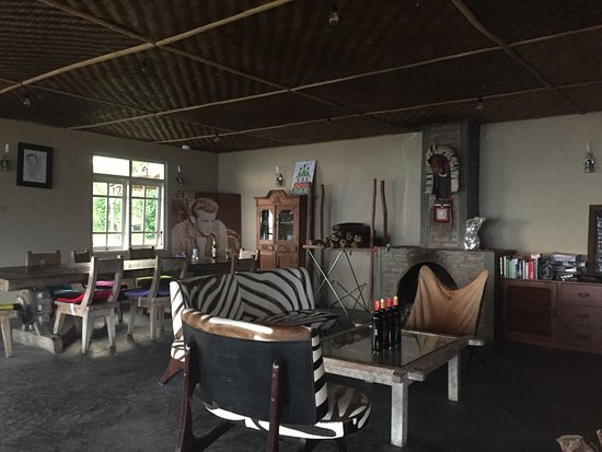 Manulalu Bed and Breakfast: Lounge with a fire place