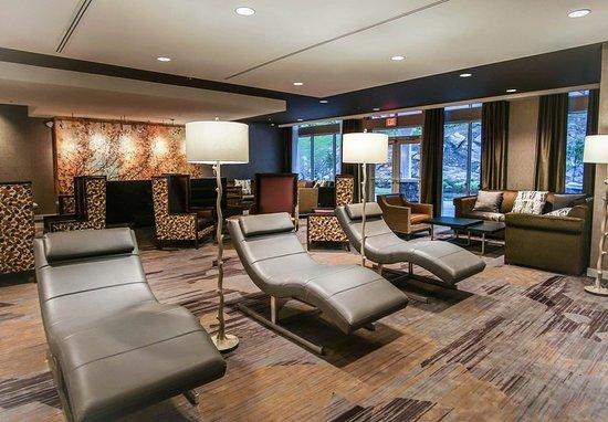 Lenox, MA: Bar/Lounge