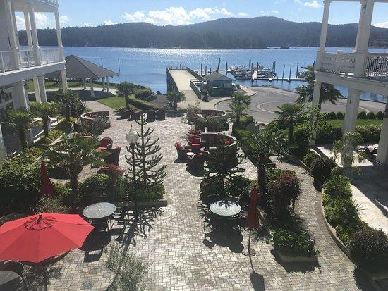 Prestige Oceanfront Resort Sooke: Hotel courtyard