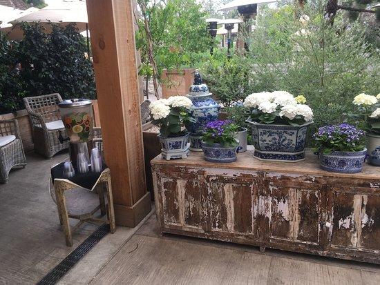 Farmhouse at Roger's Gardens: Entrance Lobby flowers