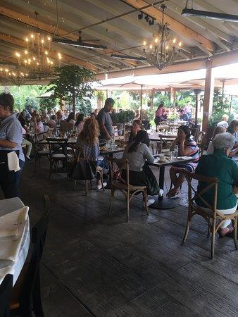Farmhouse at Roger's Gardens: Restaurant seating