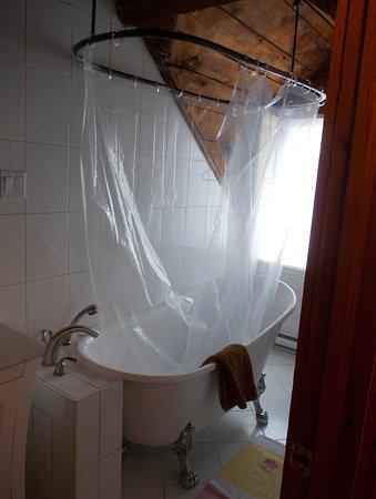 Maison Historique James Thompson: Bathroom