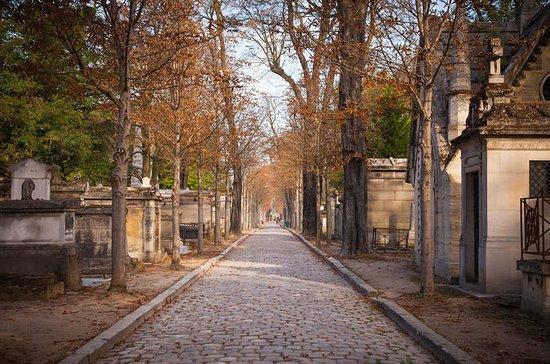 Tour privato a piedi nel cimitero di