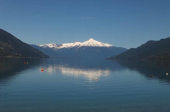 プエルトモント、チリの湖水地方でのペトロフ滝への一日ツアー