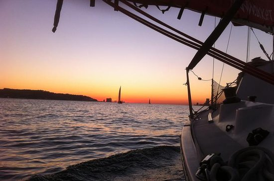 Lisbon Sunset Sensations Sailing Tour