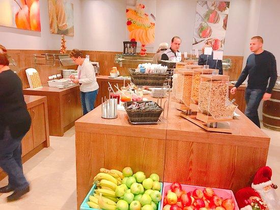 โรงแรม แมร์คูเรอ วีนเวสท์บานโฮฟ: 朝食メニューも豊富です