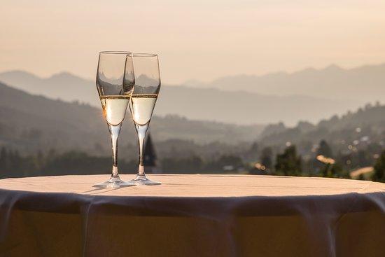Saphir Restaurant: Bergblick aus dem Restaurant und vom angrenzenden Balkon