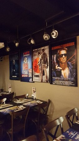 Foster's Hollywood: Great restaurant and bar