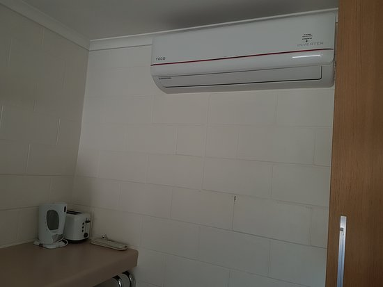 A & A Motel Proserpine : Great Aircon, Toaster & Kettle.