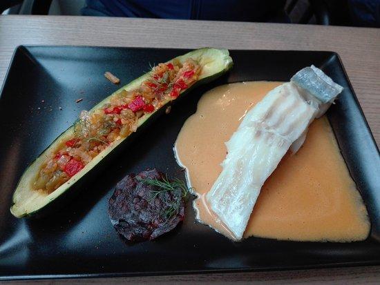 La Perle De L'ecailler: bacalao en salsa de chorizo