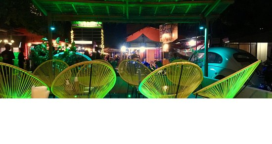 Tiki Bar and Restaurant: terrace
