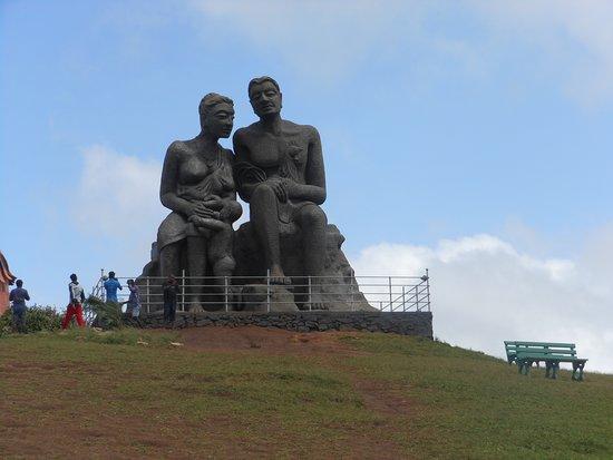 Ramakkalmedu: Kuravam & Kurathi Statue
