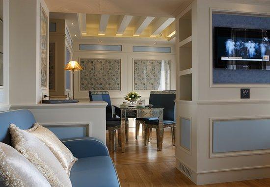 Canaletto Suites: Grimani Suite