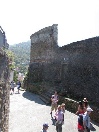 Castello di Riomaggiore: mura del castello