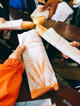 Bánh Mì Gà Xé Cay: Mọi người tin tưởng và sử dụng hằng ngày