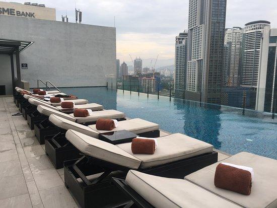 Man Tao Bar: 泳池邊