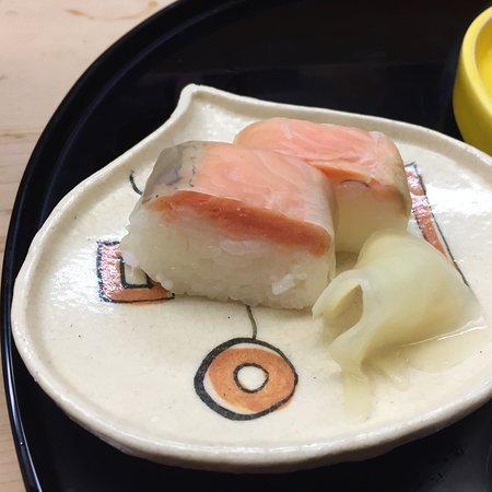 Tsuru Yoshi: 鱒の押し寿司