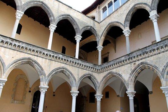 Museo Nazionale Tarquiniense: Cortile interno del museo