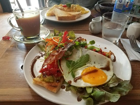 Witching Well Restaurant and Wine Bar: Avocado Lovers Toast with a Fried Egg