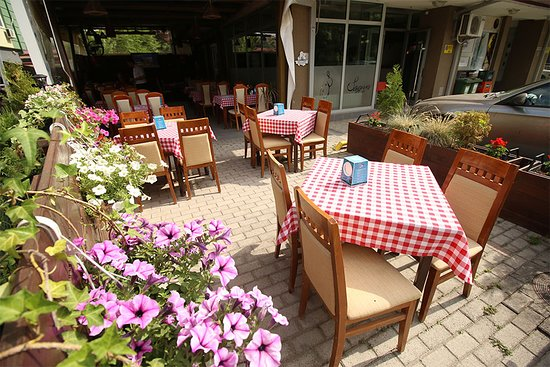 Jadica Fish & Grill: Garden