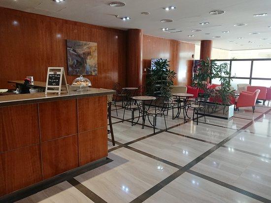 Hotel Tarraco Park: Bar - cafetería.