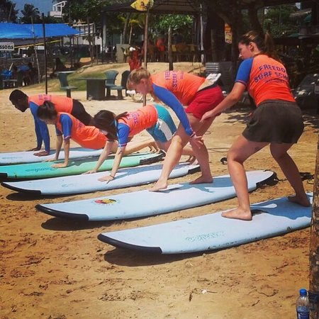 ‪Freedom Surf School‬