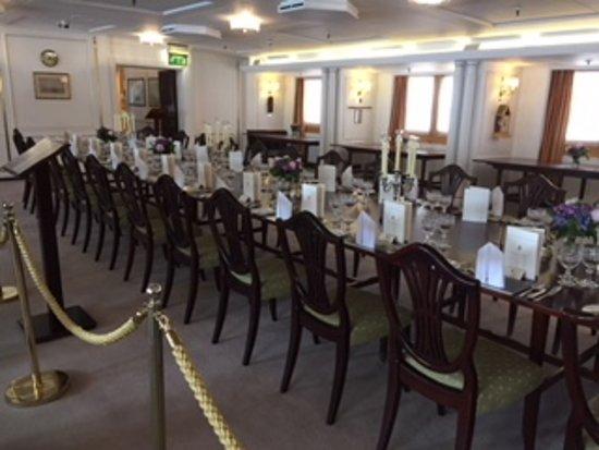 เรือพระที่นั่งบริทานเนีย: Dining Room used for State Dinners