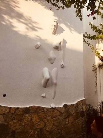 Voyage Torba : Art. Lots of arty type sculptures throughout the grounds.