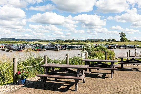 Tattenhall Marina : Lunch with a view