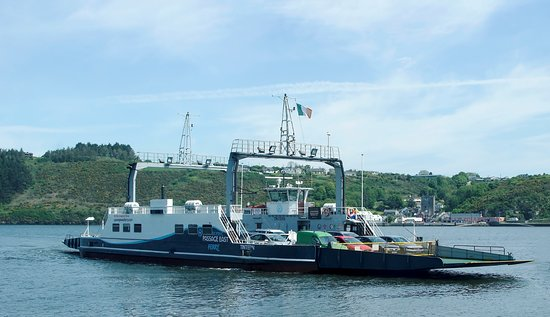 The Frazer Tintern heading for Passage East with Ballyhack in the background.