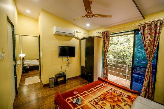 Shindola Residency: Premier Room