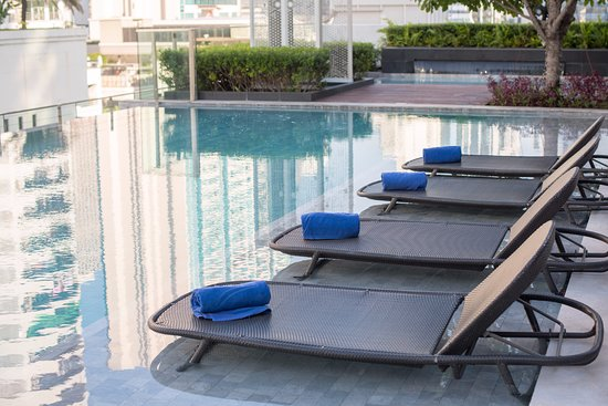 Novotel Bangkok Sukhumvit 20: Relax at the swimming pool located on 9th Floor