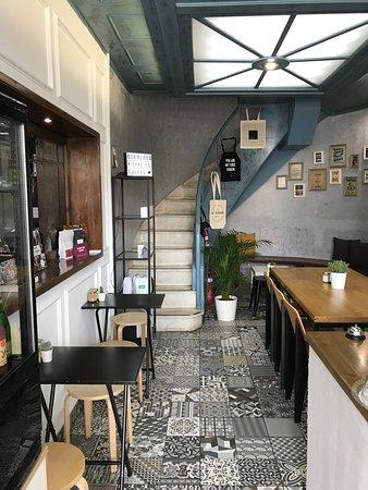 Foyer Espresso Bar: Small but cute!