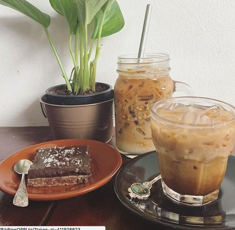 The Little Red Fox Espresso: Large and small ice coffee with our raw chocolate slab.