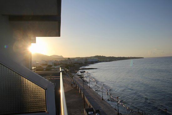Ierapetra, Grecia: Fantastisk utsikt fra balkongen for å se soloppgangen