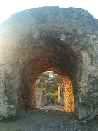 Otanaha Fortress: Jalan masuk Benteng Otanaha