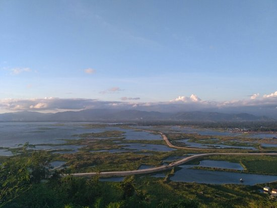 Otanaha Fortress: Tampilan Danau Limboto dari sudut Benteng Otanaha