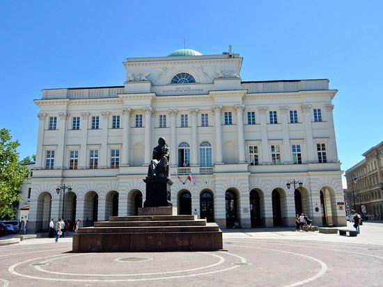 Pałac Staszica: Statue_2